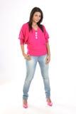 Fille avec la culotte de jeans et les dessus roses Photos stock