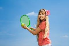 Fille avec la fusée de tennis Photos stock