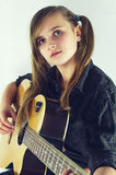 Fille avec la guitare image stock