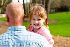 Fille avec la marche de parent Image libre de droits
