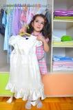 Fille avec la robe blanche Photo stock
