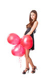 Fille avec le ballon rouge au coeur de forme Photos stock