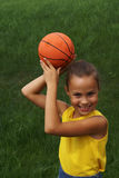 Fille avec le basket-ball   Photo stock