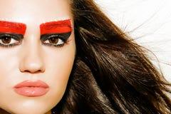 Fille avec le beau maquillage sur un fond clair Images stock