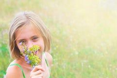 Fille avec le bouquet images libres de droits
