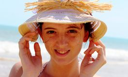 Fille avec le chapeau Photographie stock libre de droits
