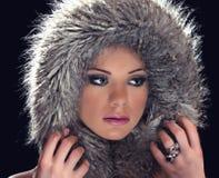 Fille avec le chapeau d'hiver Photos libres de droits