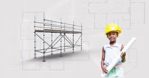 Fille avec le chapeau de constructeur et modèle près de l'échafaudage 3D Image stock