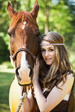 Fille avec le cheval Photographie stock