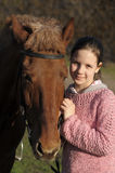 Fille avec le cheval Photo stock
