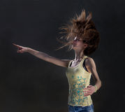 Fille avec le cheveu de vol photographie stock libre de droits