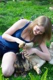 Fille avec le chien Photo libre de droits