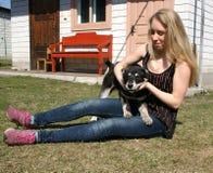Fille avec le chien Image stock