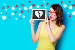 Fille avec le coeur de conseil et de séparation Photos stock