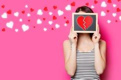 Fille avec le coeur de conseil et de séparation Photos libres de droits
