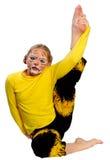 Fille avec le dessin par le tigre de masque Image stock