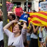 Fille avec le drapeau indépendant du catalunya images libres de droits