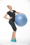 Fille avec le fitball Photo stock