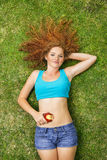 Fille avec le fruit Image stock