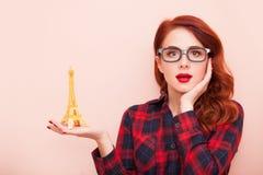 Fille avec le jouet de Tour Eiffel Photos libres de droits