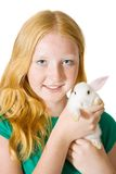Fille avec le lapin d'animal familier Photographie stock libre de droits