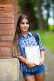Fille avec le livre à l'université Image stock
