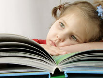 Fille avec le livre Photographie stock