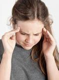 Fille avec le mal de tête Photographie stock libre de droits