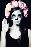 Fille avec le maquillage de Halloween Sugar Skull Woman Photographie stock