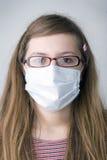 Fille avec le masque protecteur image stock