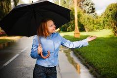 Fille avec le parapluie Photos stock