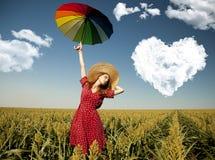 Fille avec le parapluie au champ de maïs Photos stock