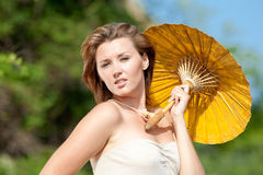 Fille avec le parasol Photographie stock libre de droits
