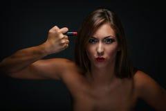Fille avec le rouge à lèvres rouge Photo stock