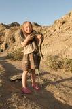 Fille avec le serpent photographie stock