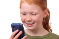 Fille avec le smartphone images stock