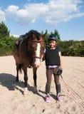 Fille avec le sport ponny Photographie stock libre de droits