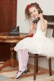 Fille avec le téléphone de vintage Image libre de droits
