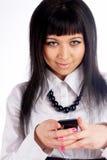 Fille avec le téléphone portable images libres de droits