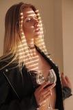 Fille avec le verre à vin Photographie stock libre de droits