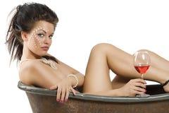 Fille avec le vin rouge Image stock