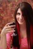 Fille avec le vin rouge Photos stock