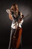 Fille avec le violoncelle photo libre de droits