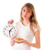 Fille avec les aliments de préparation rapide Images stock