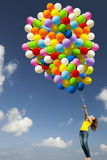 Fille avec les ballons colorés images stock