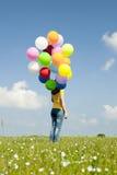Fille avec les ballons colorés photo stock