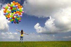 Fille avec les ballons colorés photo libre de droits
