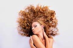 Fille avec les cheveux d'or Photo libre de droits