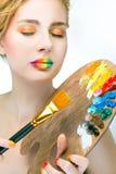 Fille avec les lèvres colorées lumineuses Image stock