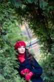 Fille avec les roses rouges Photo stock